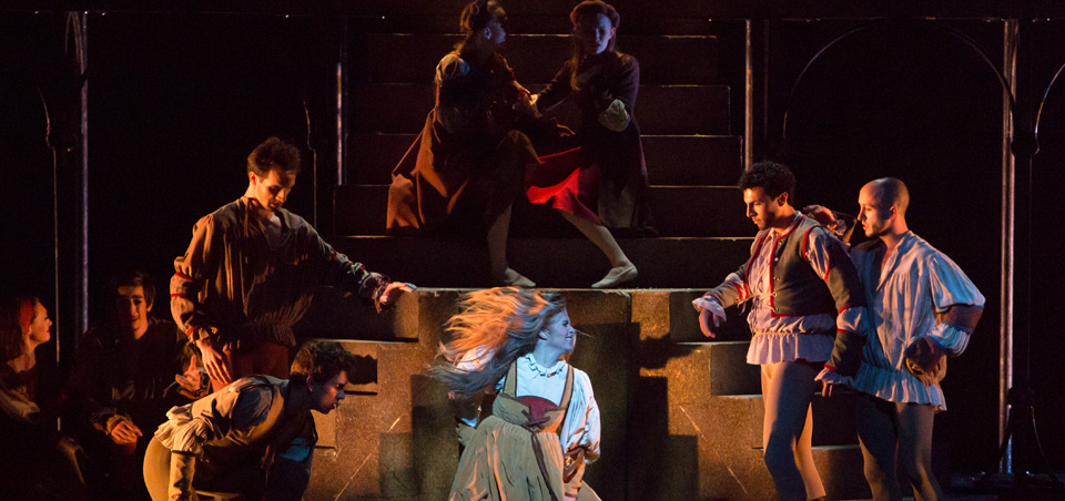 an enduring love story in romeo and juliet by william shakepeare Romeo and juliet is the name of a play written by william shakespeare (april 26, 1564 - april 23, 1616) about two young people, romeo and juliet, who fall in love but are not able to be.